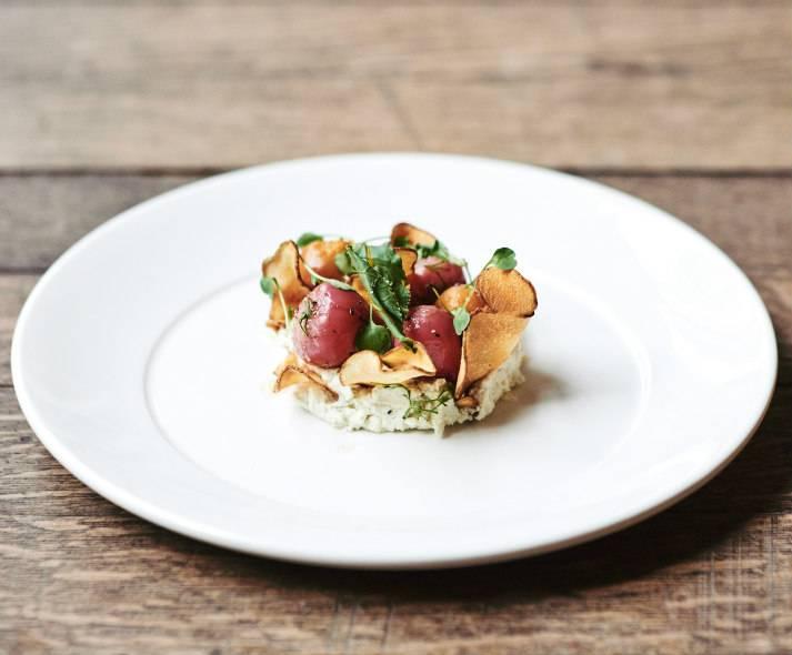 Déclinaison de betteraves par le Chef James Knox Boothman à LASSCO, Londres, pour des soirées privées