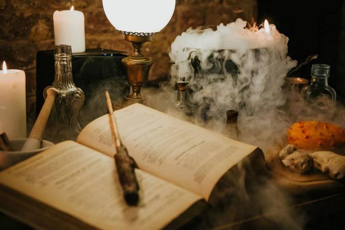 london-incognito-harry-potter-the-cauldron-magical-pub-potion-making